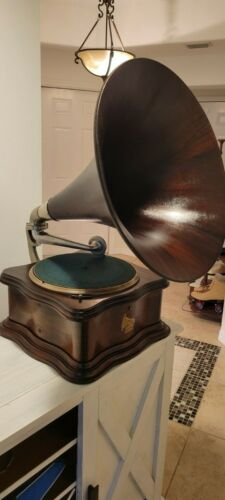 """Mahogany Columbia BY """"Improved Imperial"""" Disc Graphophone with Speartip Horn"""
