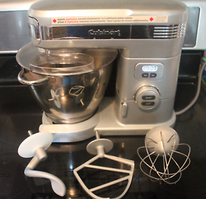 Cusinart 5.5 Quart stand mixer with attachments