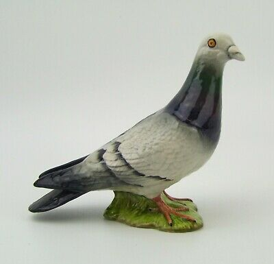 Beswick - Pigeon - 1383B - Second Version - Made in England.