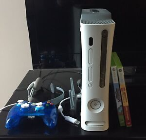 XBox 360, controller, headset, wifi connector + 2 games