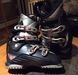 Mens Salomon Ski Boots, size 10 1/2