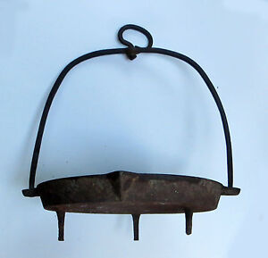 ANTIQUE CAST IRON THREE FOOTED SWIVEL HANGING SKILLET/FRY PAN with POUR SPOUT