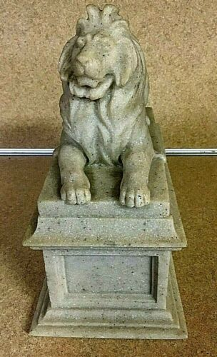 NEW YORK LIBRARY LION (1 OF A PAIR) CARVED MARBLE BY EDWARD CLARK 1965 REPROD