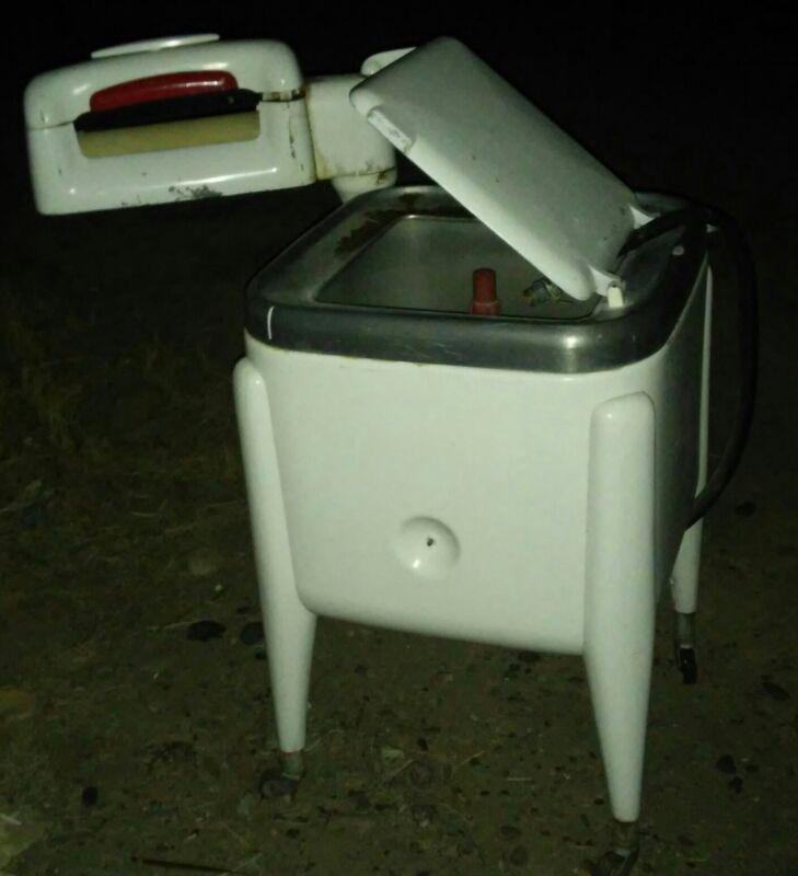 Maytag Model E2L Wringer Washing Machine Antique Vintage Collector PRICE SLASH!