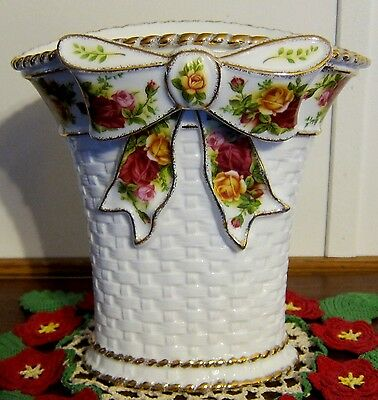 "OLD COUNTRY ROSES ROYAL ALBERT VASE w/ BOW 8""h x 8""w & 6"" front to back MINT"