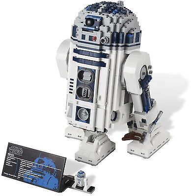 An R2D2 Ultimate Collector Series Lego set