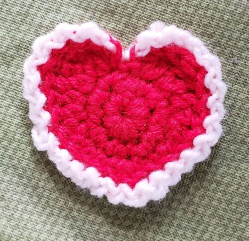 VINTAGE HAND CROCHETED small VALENTINE HEART PIN or doiliy