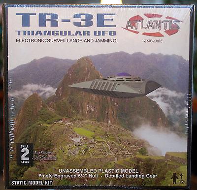 Triangular UFO TR 3E Flying Saucers Fliegende Untertasse, Atlantis 1002 China Fliegende Untertasse