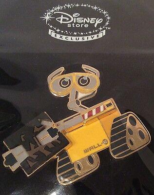 Disney Shopping WALL-E PICKING UP TRASH Free D Movement Pixar Wall-E Pin