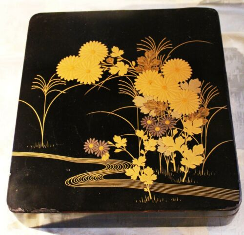 Vintage Japanese Lacquer Box decorated with Crysanthemums by Zohiko Nishimura