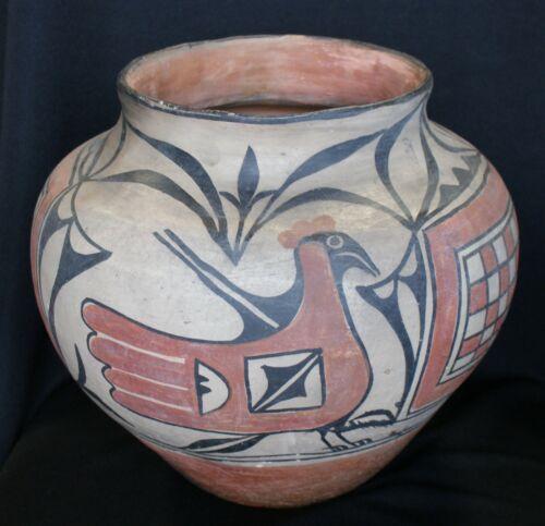 Santo Domingo Olla Indian Pueblo Pottery 12 1/4D Provenance: PC, Long Island, NY