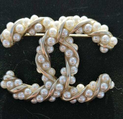 Broche chanel perle