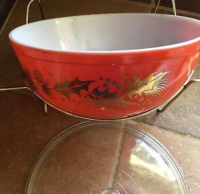 Vintage Pyrex 4 Qt Bowl Red Gold Christmas Holly Pine Cone with Stand #404