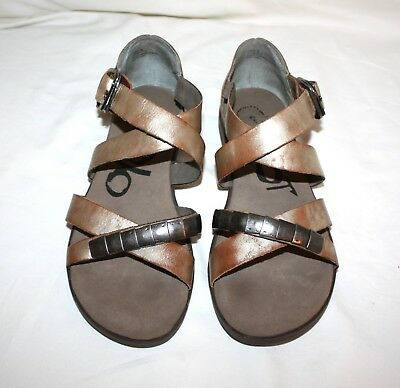Distressed Leather Sandals (OTBT Pender Distressed Leather Sandals Size 8)