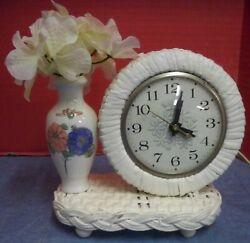 Vintage White Wicker Table Desktop Clock With Porcelain Flower Vase Electric 6T