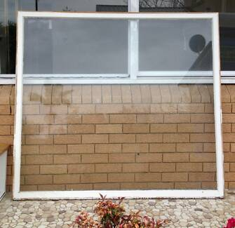 Large Timber Window 170 x 155 cm FREE - pickup only 2217 Ramsgate Beach Rockdale Area Preview