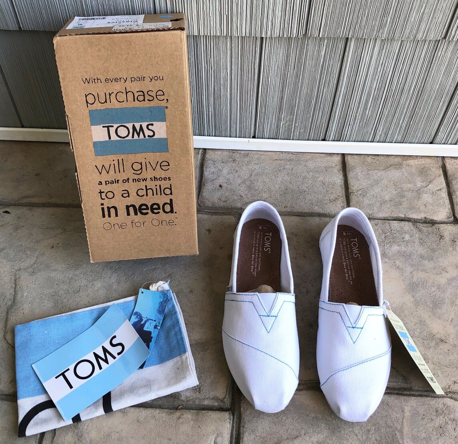 New Toms Women's White Canvase Slip On Loafers Size 6 New Wi