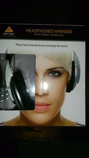 Brand new Headphones  (behringer)
