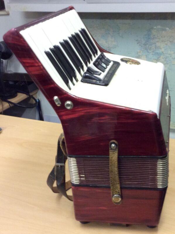 LORNICA piano accordion 40 Bass