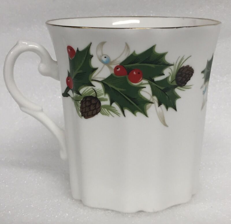 "4pcs Royal Grafton NOEL mugs cups, Holly & Pine Cone trim, 3 1/8"" tall, EXCELENT"