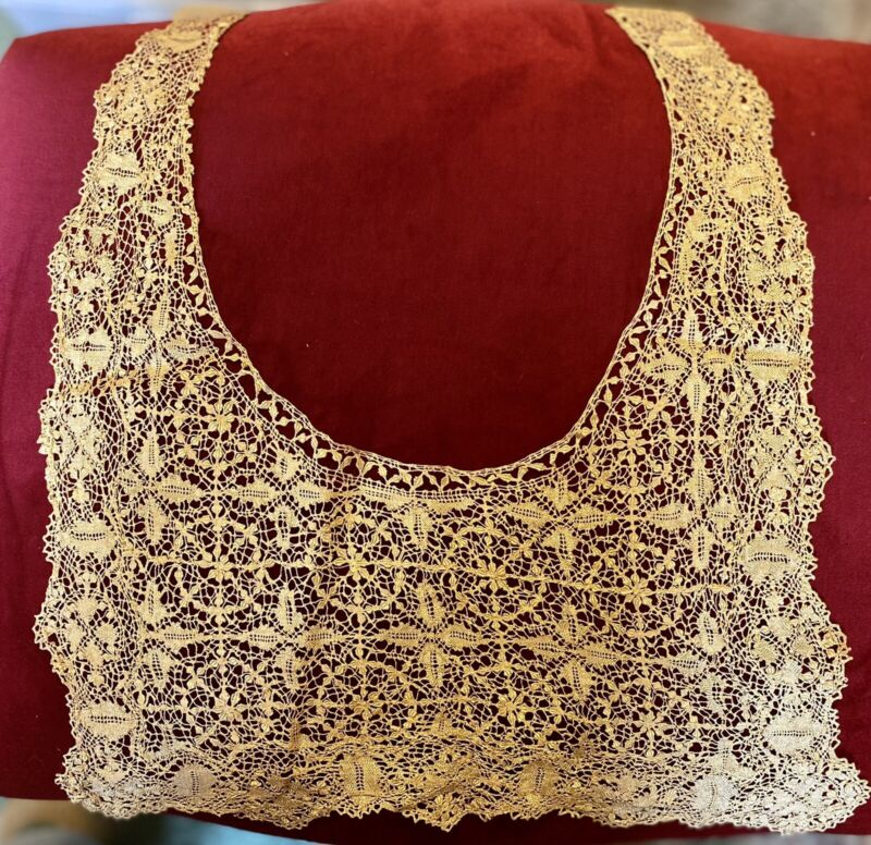 Extremely Rare Early Antique Ladies Handmade Lace Collar beds Maltese