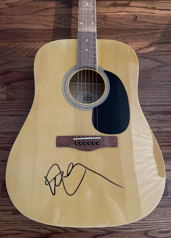 WILLIE NELSON SIGNED ACOUSTIC GUITAR AUTHENTIC BECKETT BAS COA #H99277
