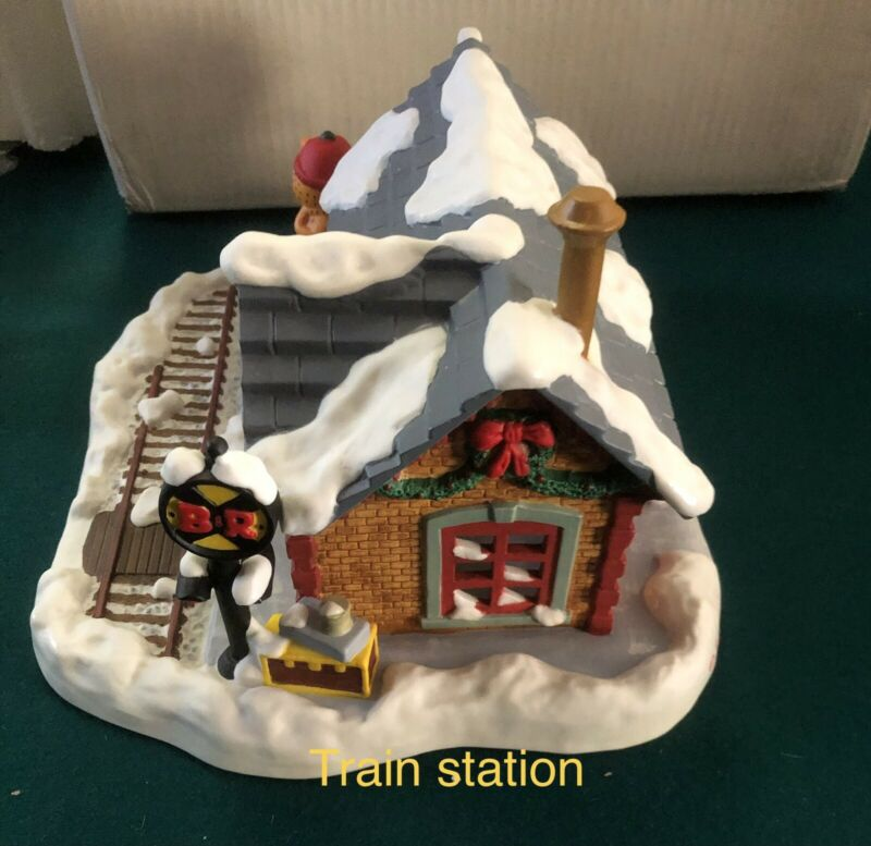 DANBURY MINT GARFIELD CHRISTMAS HOUSE TRAIN STATION