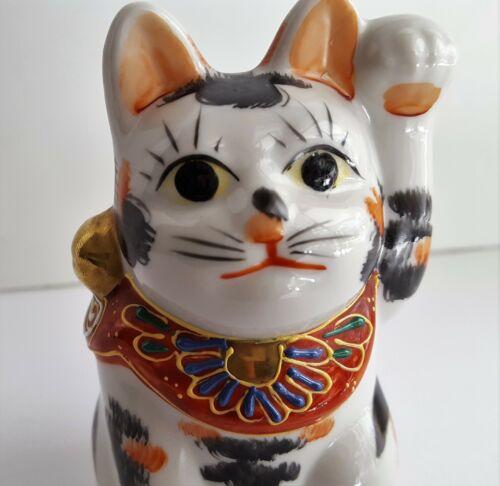 Japanese KUTANI Moriage Maneki Neko Lucky Cat Okimono Left Paw Vintage Signed