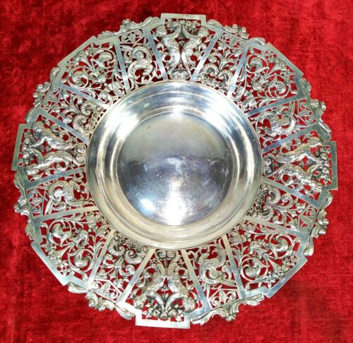 GREAT TABLE CENTER. CINCELATED SILVER. PUNCHED BAROQUE STYLE. SPAIN. CIRCA 1915