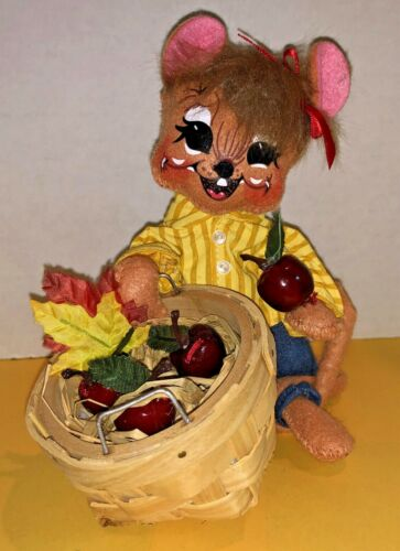 Annalee Fall Autumn Decor Apple Picking Mouse w/ 2010 tag 75th Anniversary