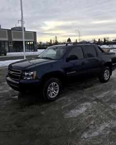 2011 Chevrolet Avalanche low km's!! Great shape