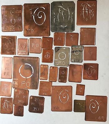 FO Monogramm -32 verschiedene Wäscheschablonen für Aussteuer Kupferblech um 1900