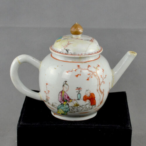 Chinese Porcelain Teapot decorated with Oriental Figures in a garden, 18th cent