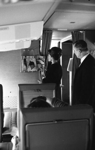 Nieh negative, Chantal Hamelle, Air France stewardess on plane, 1960s, n303539