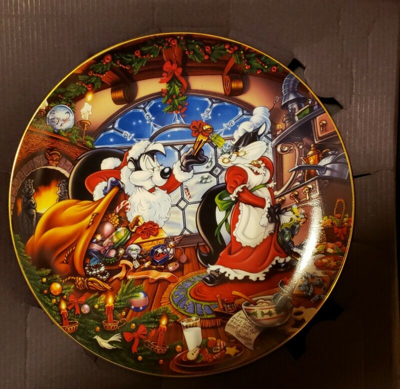 MORGUE sale:  Christmas Warner Brothers Pepe Le Pew Collectors #2 Plate Retired