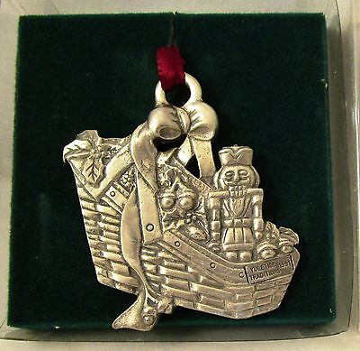 Longaberger Pewter 1996 YULETIDE TRADITIONS BASKET CHRISTMAS ORNAMENT TIE-ON