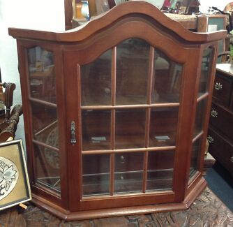 Little glass 3 sided display cabinet