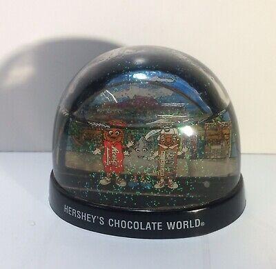 Hershey's  Chocolate World Snow Globe 3