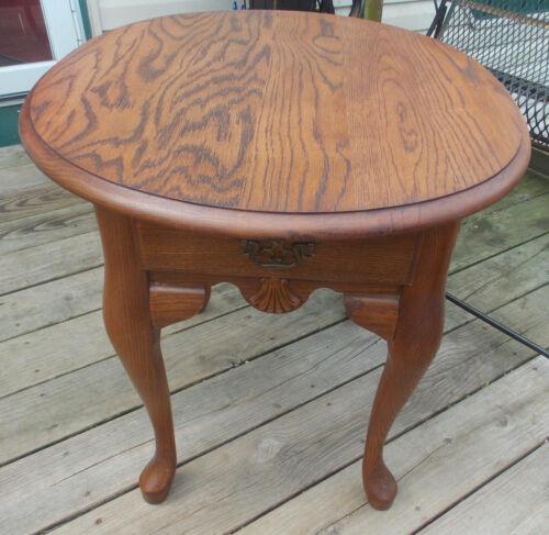 Solid Oak Oval End Tabel / Side Table