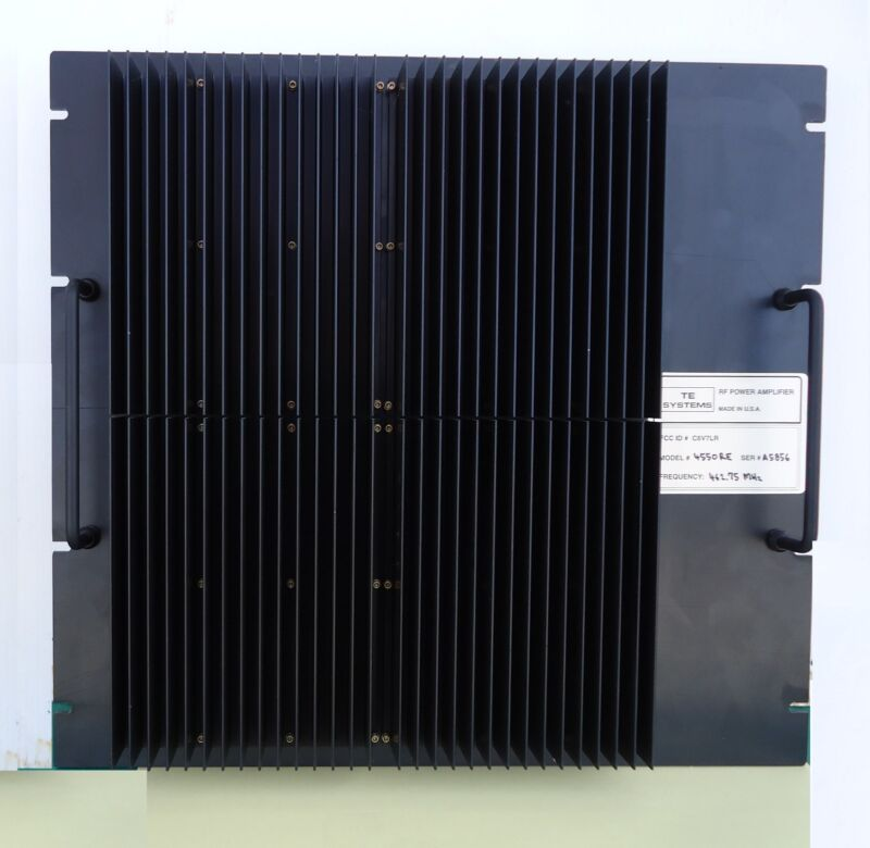 UHF commercial amplifier 170 watts out, 2-6 watts in, rack mount for repeaters