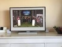 Sony KDL-32E4000 White frame fiish with hdmi digital feeview stand remote