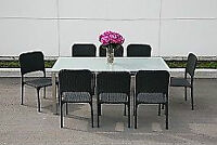 Table patio et chaises**** liquidation****Patio table and chairs