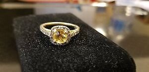 Gorgeous Ring - Yellow Berel- Diamonds- Gold