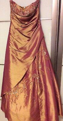Abendkleid Neckholder, perlenbestickt, kleine Schleppe und Raffungen, Größe 8