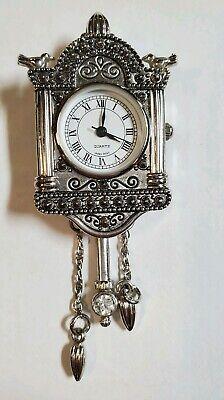 clock pin pendant Brooche Avon Antique style by Avon silver tone - vintage 1994 Avon Silver Tone Pendant