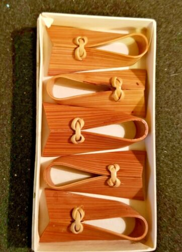 """BAMBOO JAPANESE HAND MADE CHOP STICK RESTS IN BOX - 2"""" LONG"""