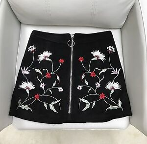 New Zara black mini skirt with embroidered flowers and zipper