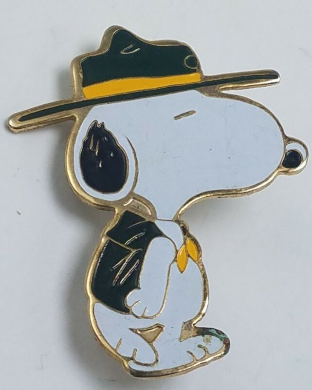 Vintage Scoutmaster SNOOPY CAMP PIN enamel 1972