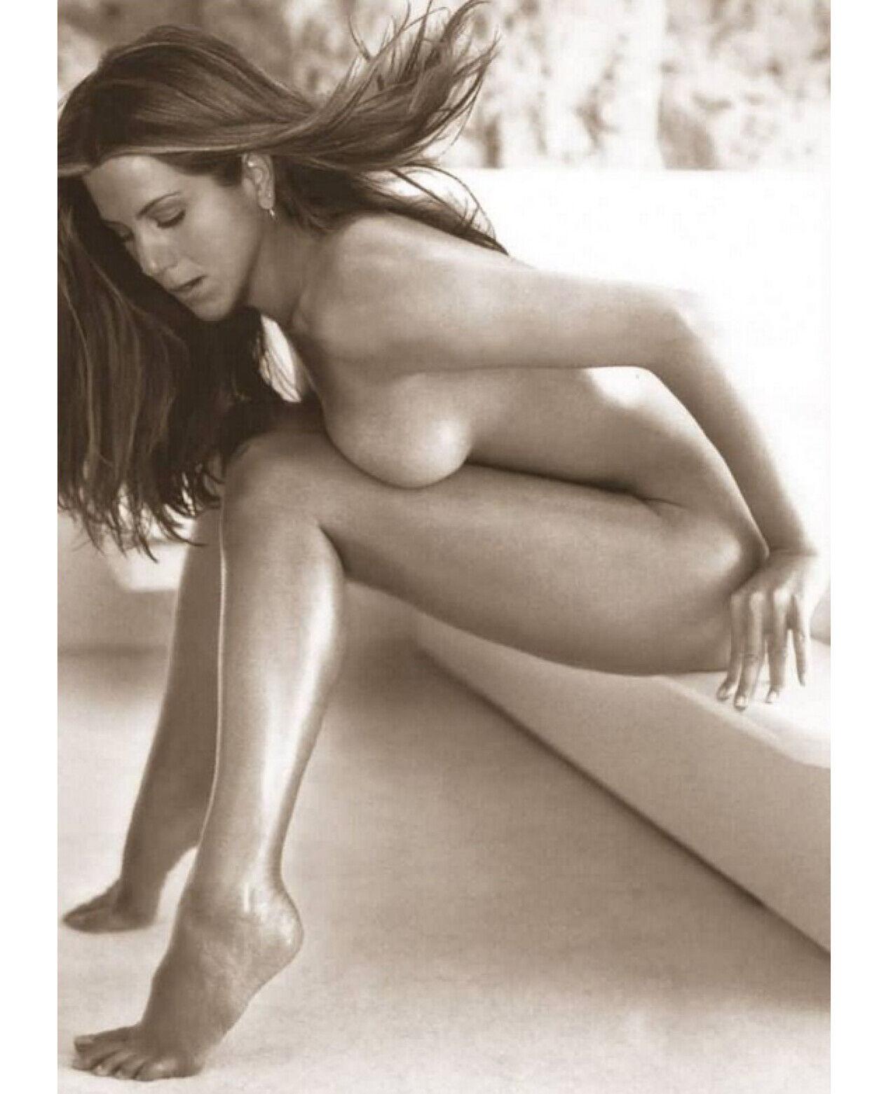 hot-naked-jennifer-aniston