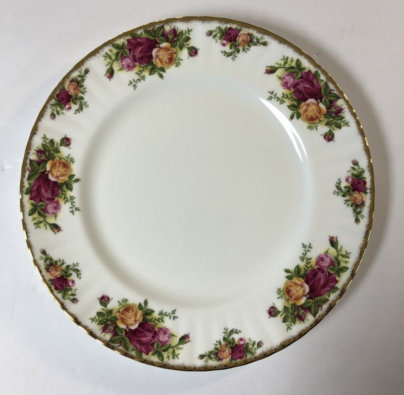 """Royal Albert Old Country Roses 10.5"""" Dinner Plate  1962 England"""